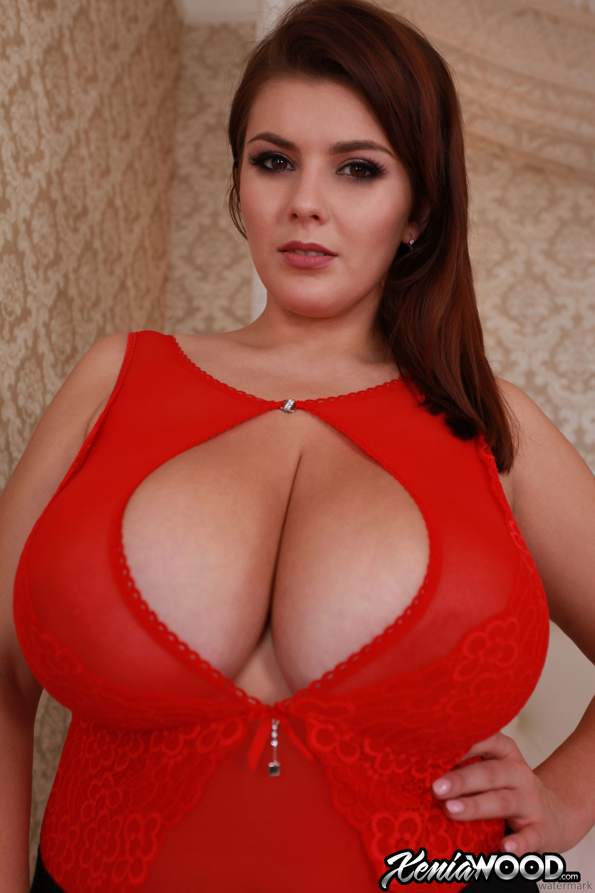 Spellful goddess with stunning face exposes gentle breasts