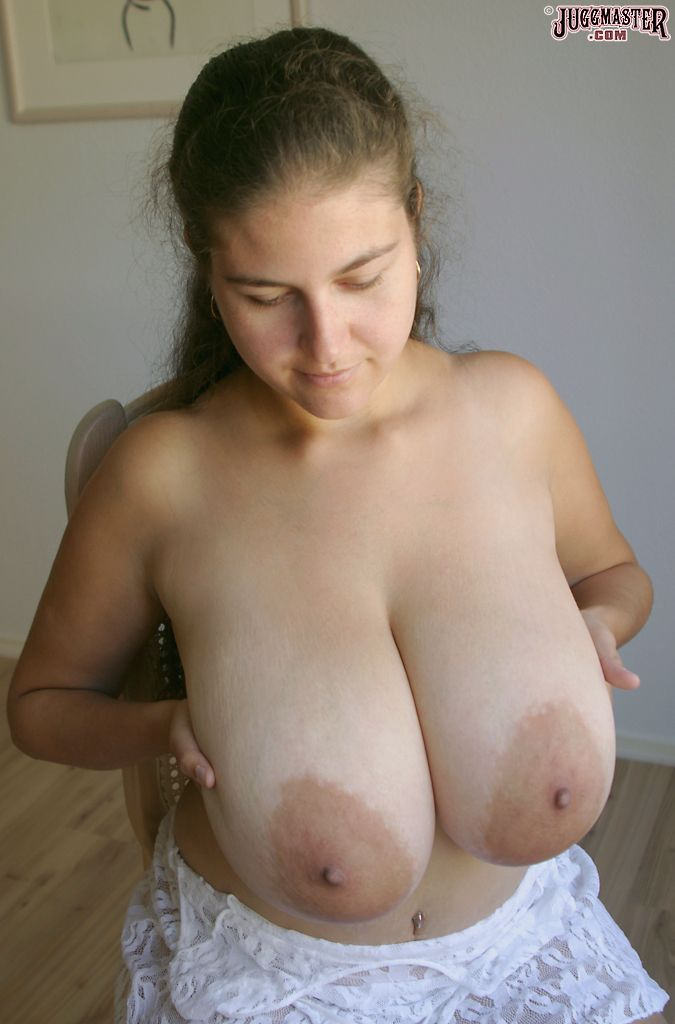 Gorgeous undine open up lusty tits