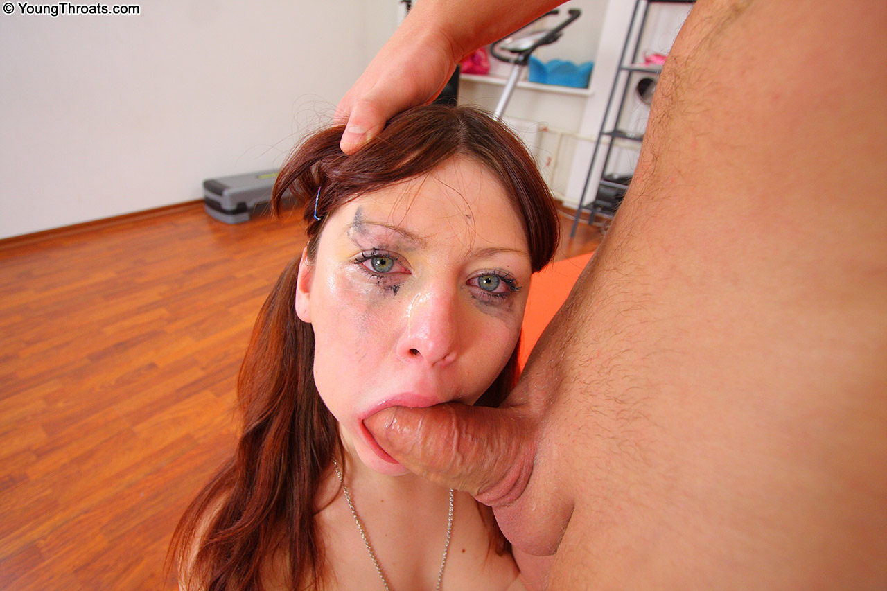 Bonny puppet with sweet eyes makes a professional throat pounding